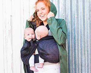 ... de portage toutes prêtes, vous pouvez opter pour 2 BB-Tai de Babylonia.  Vous pourrez alors porter un enfant sur le dos et un enfant sur le ventre. d9c7e48f456