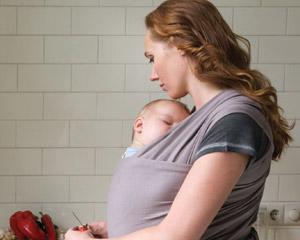 Finalement, sachez que les bébés souvent portés sont moins enclins à  pleurer. Et un Bébé heureux signifie aussi une Maman et un Papa heureux ! 42d853f65b0